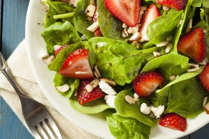 Dietitian-Approved Superfoods for Summer Salads